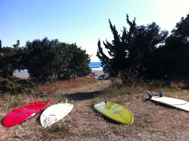 金ヶ浜でサーフィン